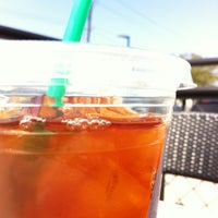 Foto tirada no(a) Starbucks por Karen P. em 3/13/2013