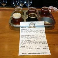 รูปภาพถ่ายที่ Discretion Brewing โดย Kathleen S. เมื่อ 7/29/2013