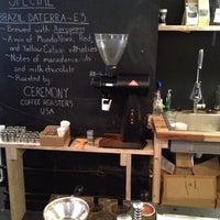 Foto tomada en MacIntyre Coffee por Jad J. el 12/13/2013