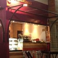 Снимок сделан в Café Corbucci пользователем Mallu F. 11/10/2012