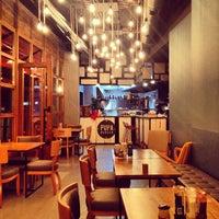 10/29/2013 tarihinde Serkan O.ziyaretçi tarafından Pupa Burger'de çekilen fotoğraf