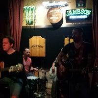 Foto diambil di Bull Bar oleh Jeremy O. pada 3/15/2014
