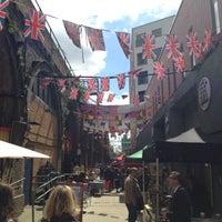 Foto scattata a Maltby Street Market da kristin k. il 5/11/2013