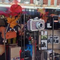 Foto diambil di Lomography Embassy Store Chicago oleh Felipe A. pada 10/8/2013