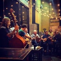 Foto scattata a McMullan's Irish Pub da Mairéad O. il 10/12/2014