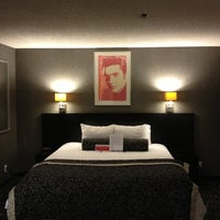 Foto tomada en Ramada Plaza West Hollywood Hotel and Suites por Erik S. el 11/11/2012