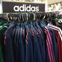 374136f112 ... Foto tirada no(a) Adidas Outlet por Vanessa A. em 7 8 ...