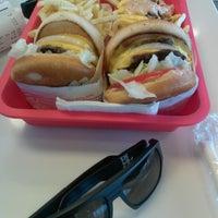 Photo prise au In-N-Out Burger par SoCal S. le5/31/2013