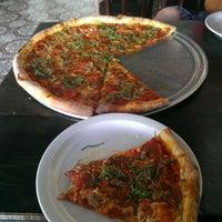Das Foto wurde bei Apollonias Pizzeria von Dave am 10/14/2012 aufgenommen