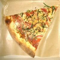 Foto scattata a Apollonias Pizzeria da Dave il 1/13/2013