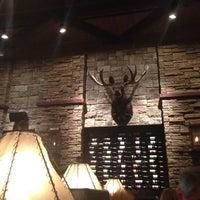 รูปภาพถ่ายที่ Firebirds Wood Fired Grill โดย LiLi เมื่อ 7/7/2013