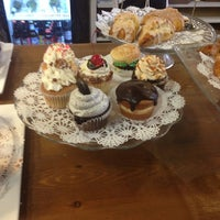 Das Foto wurde bei Upper Crust Pie & Bakery von LiLi am 5/25/2013 aufgenommen