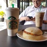 Das Foto wurde bei Starbucks von V-L!X . am 7/26/2017 aufgenommen