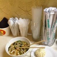Снимок сделан в Lucky Noodles пользователем Anastasiya G. 10/30/2012