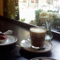 Снимок сделан в Toni Patisserie & Café пользователем Tamader 7/31/2014