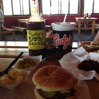 Photo prise au Rudy's BBQ par Sherry C. le4/28/2013
