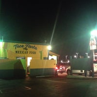 Foto tomada en Taco Fiesta por Ryan I. el 9/25/2013