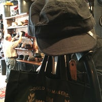 รูปภาพถ่ายที่ Goorin Bros. Hat Shop - West Village โดย Tom M. เมื่อ 4/17/2016