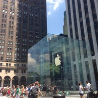 Foto scattata a Apple Fifth Avenue da Tyler R. il 7/29/2013