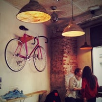 Снимок сделан в La Bicicleta Café пользователем Urganda D. 2/15/2013