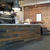 Foto tomada en Mission Coffee Co. por Quinn W. el 2/9/2013