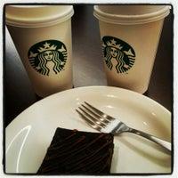 Das Foto wurde bei Starbucks von Janaína B. am 7/12/2013 aufgenommen