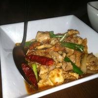12/17/2012 tarihinde Brett R.ziyaretçi tarafından Tuk Tuk Thai'de çekilen fotoğraf