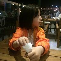 Foto tirada no(a) Tria Restaurant Cafe por Kemal em 6/6/2016