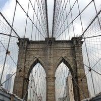 Das Foto wurde bei Brooklyn Bridge von Eliza C. am 6/27/2013 aufgenommen