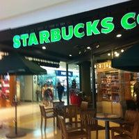รูปภาพถ่ายที่ สตาร์บัคส์ โดย Monchai P. เมื่อ 11/18/2012