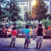 Das Foto wurde bei Bouleplatz am Ufer von Robert P. am 7/8/2013 aufgenommen