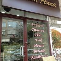 Foto diambil di Tatlım Anna Profiterol oleh Elif E. pada 8/17/2013