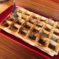Снимок сделан в W&M Waffles & More пользователем Ricardo T. 5/13/2018