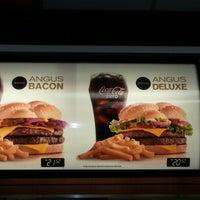 Foto tirada no(a) McDonald's por Douglas A. em 10/14/2012