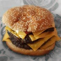 รูปภาพถ่ายที่ Burger King โดย Maxi A. เมื่อ 8/12/2013