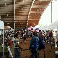 Foto tirada no(a) Mueller Farmers Market por Vickie em 5/26/2013