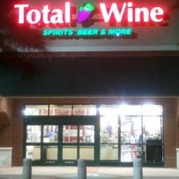Foto scattata a Total Wine & More da Anderson C. il 9/20/2012