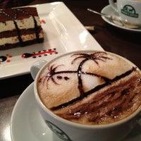 Photo prise au Edward's Coffee par Mehmet U. le4/17/2013