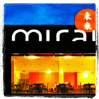 Foto tirada no(a) Mirai Japanese Cuisine por Mari S. em 10/15/2012