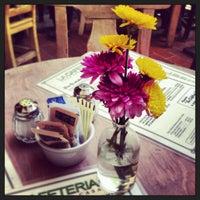 รูปภาพถ่ายที่ La Cafetería โดย Eliz S. เมื่อ 5/18/2013