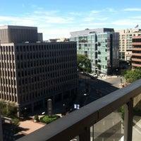 Foto tirada no(a) St. Gregory Hotel por Samantha Ann W. em 9/15/2012