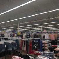 รูปภาพถ่ายที่ Walmart Supercenter โดย Michael T. เมื่อ 3/6/2018