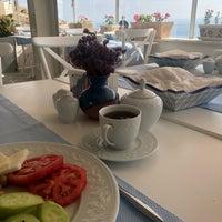 Das Foto wurde bei Ela Tenedos Butik Otel von Sertanur Öncel am 7/26/2018 aufgenommen