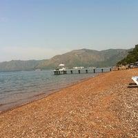 5/4/2013 tarihinde Dmitry V.ziyaretçi tarafından Erine Beach Club'de çekilen fotoğraf