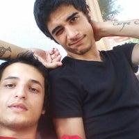 รูปภาพถ่ายที่ Nar Kokorec Ayhan'in Yeri โดย Eray H. เมื่อ 8/18/2013