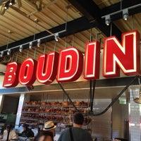 10/27/2012 tarihinde Travis L.ziyaretçi tarafından Boudin Bakery Café Baker's Hall'de çekilen fotoğraf