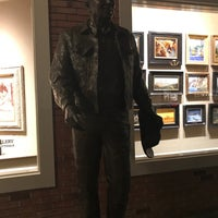 Photo taken at Scottsdale Art Walk by Me?o M. on 5/3/2017