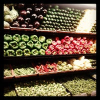 Foto tomada en Whole Foods Market por Tyn J. el 4/27/2013