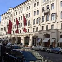 Das Foto wurde bei Hotel Vier Jahreszeiten Kempinski von Игорь К. am 10/17/2012 aufgenommen