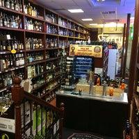 Foto tomada en Sherry's Wine & Spirits por Eric A. el 10/13/2014